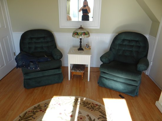 Penn Yan, NY: Living Room Upstairs Suite