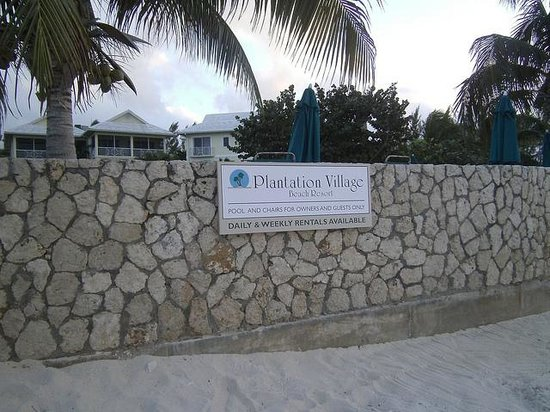 Plantation Village Beach Resort: Beach facing resort