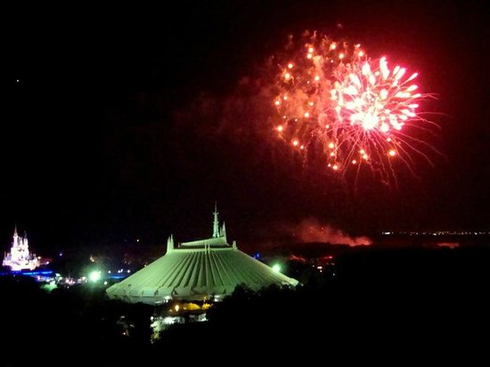 Bay Lake Tower at Disney&#39;s Contemporary Resort: Fireworks from balcony
