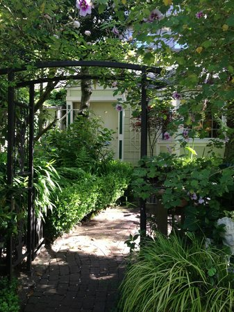 Union Street Inn: Carriage House, from the garden