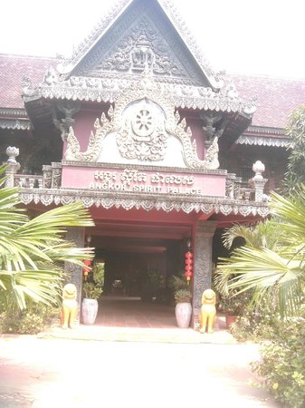 Angkor Spirit Palace: front of hotel