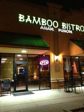 Lady Lake, FL: Bamboo Bistro at Night