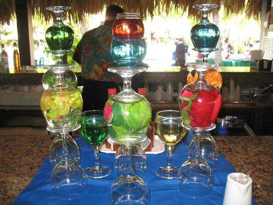 ClubHotel Riu Bachata: Colorful display.