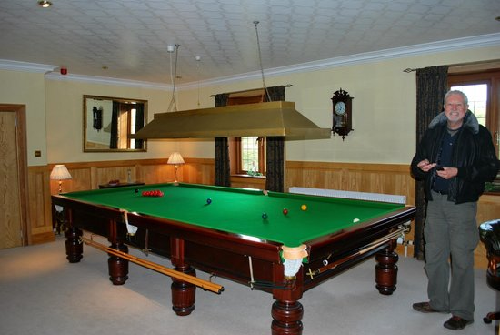 Ard-na-Coille Guest House: The billiard table for guests.