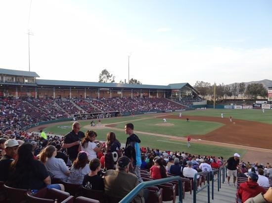 Lake Elsinore, Kaliforniya: Storm v Inland Empire April 13