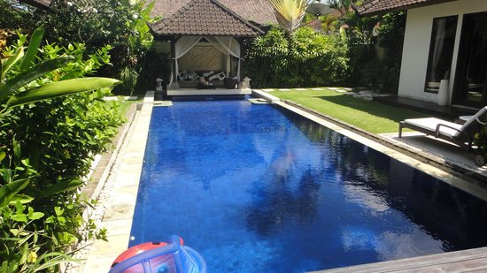 Villa Tania: Clean pool: not too cold