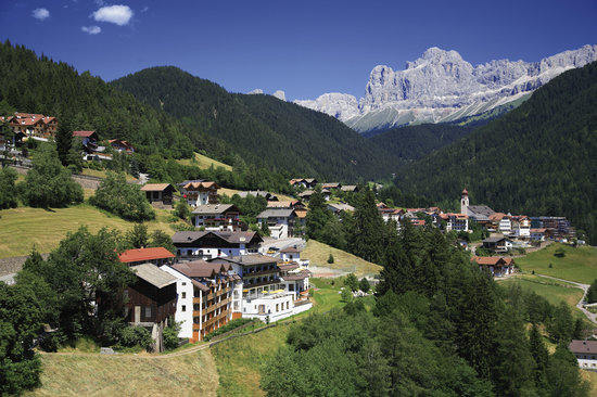Wellnessresort & Hotel Engel: Hotel mit Dolomiten