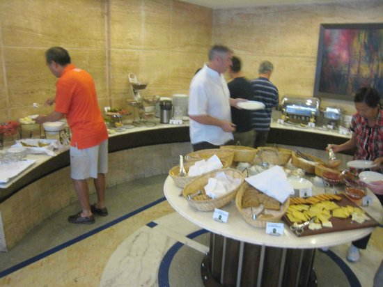 Hotel de l&#39;Annapurna: The Breakfast Buffet - in the morning