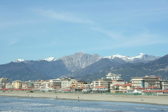 UNA Hotel Versilia: PAESAGGIO MARE E MONTAGNE