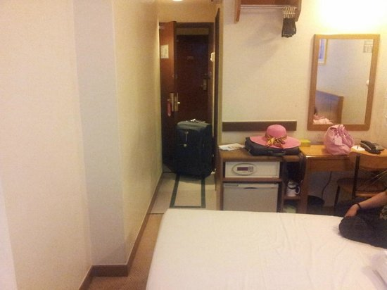 First World Hotel: Inside View