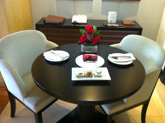 Kempinski Hotel Mall of the Emirates: Complimentary special arrangement by the hotel for our anniversary