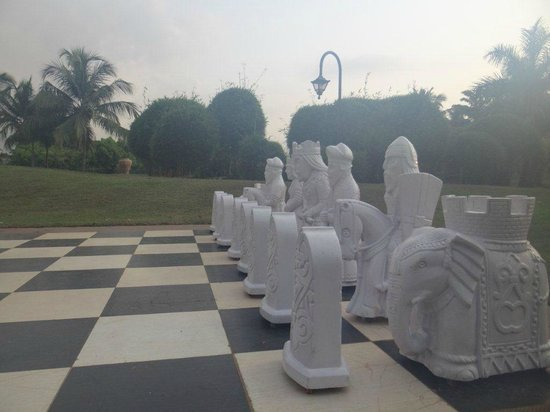The Zuri White Sands Goa Resort & Casino: Lawn Chess