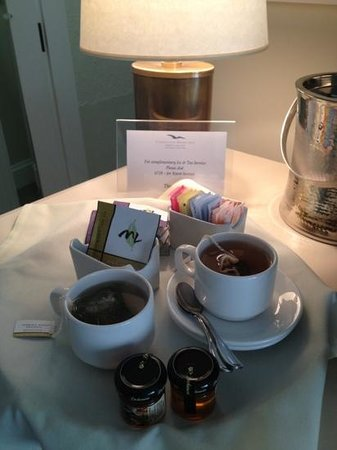 Chatham Bars Inn Resort and Spa: tea and ice service. nice touch.