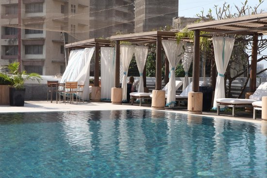 Four Seasons Hotel Mumbai: Poolside