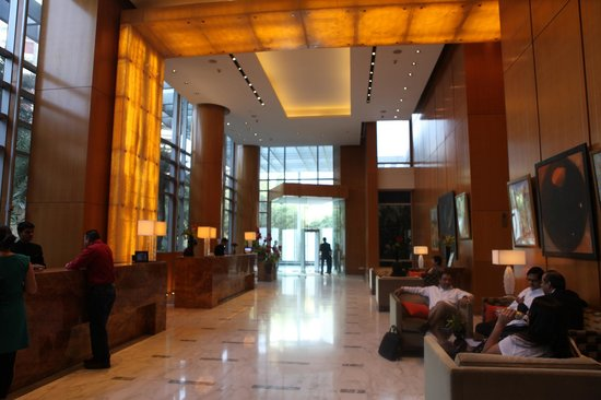 Four Seasons Hotel Mumbai: Lobby