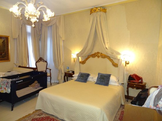 Ca' Bonvicini: Our Room