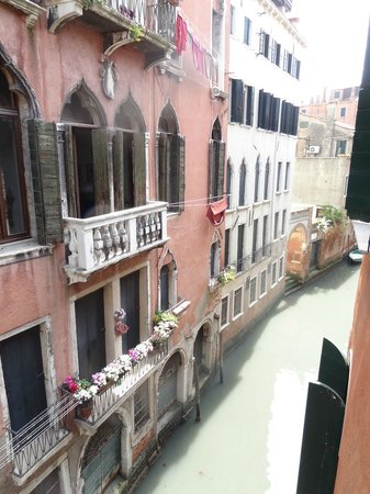 Ca&#39; Bonvicini: Canal view out of our window