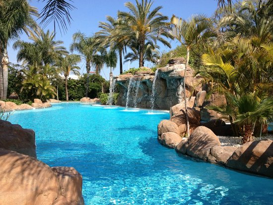 Melia Marbella Banus: One of the two pools