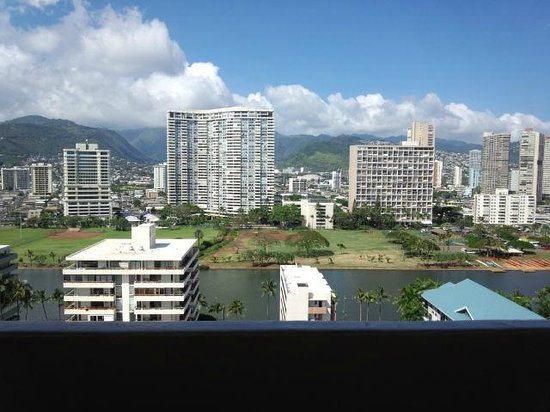 Ambassador Hotel Waikiki : The view from lanai