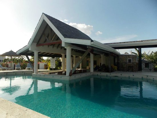 Coyaba Beach Resort: Great Pool Bar