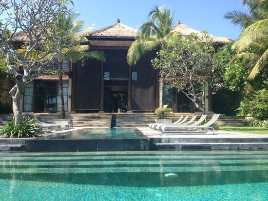 Pantai Lima: Pool and Villa