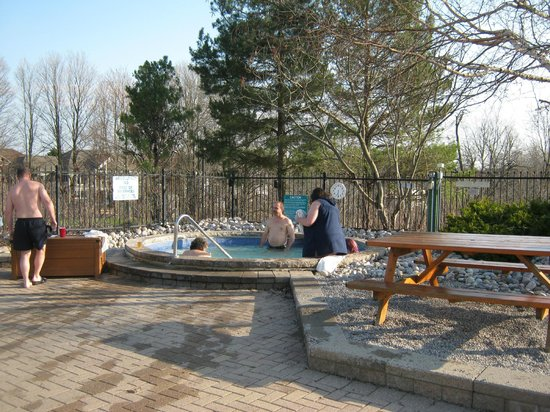 Carriage Hills Resort: Outdoor hot tub & terrace