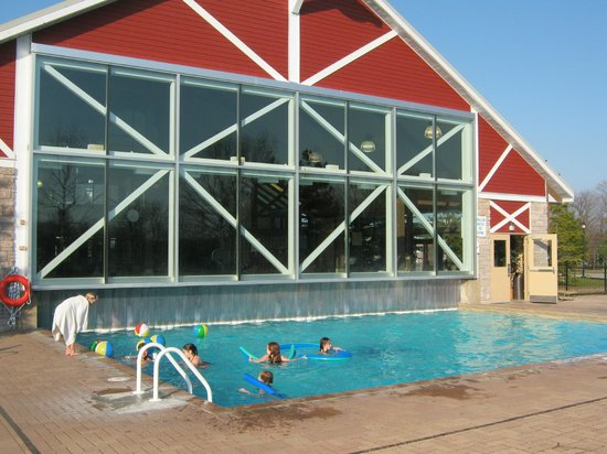 Carriage Hills Resort: Indoor-outdoor pool