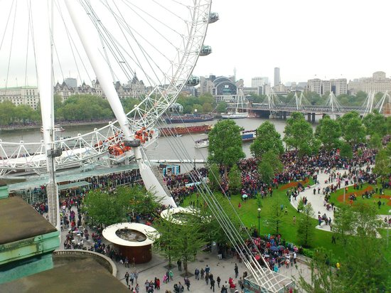 Premier Inn London County Hall: view from side room of wheel, jubilee gardens and river thames pageant