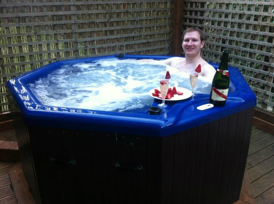 Farnham, UK: Me in the Jacuzzi