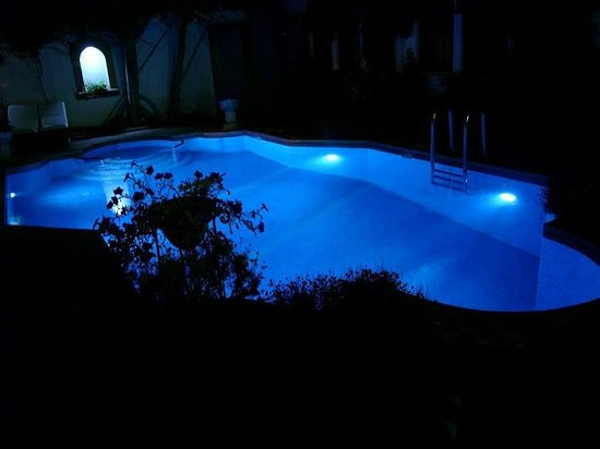 Hotel Aspen: Pool by night