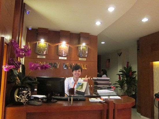Hanoi Holiday Diamond Hotel: the very friendly and helpful receptionist