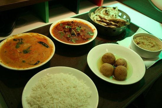 Peppermint Hotel: Dal Bhati Choorma and Laal Maas!