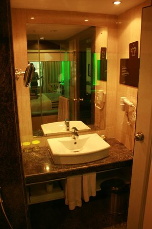 Peppermint Hotel: Bathroom