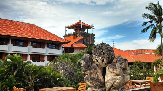 Ramada Bintang Bali Resort: View of central courtyard