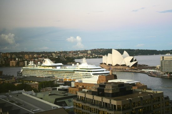 Shangri-La Hotel Sydney: The view from our room