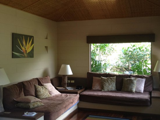El Silencio Lodge: Sitting area in room