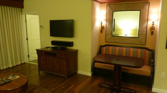 Grand Waikikian Suites by Hilton Grand Vacations: Living Area