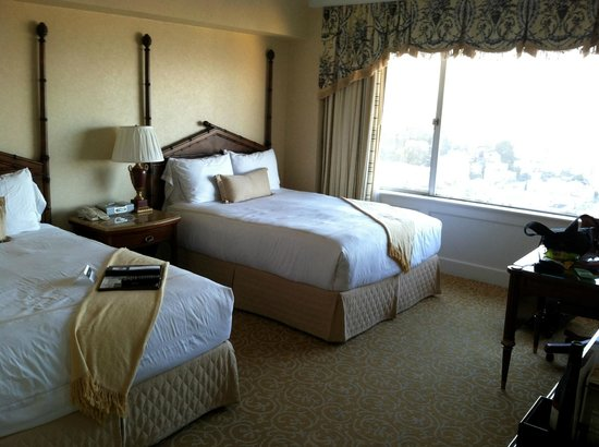 The Fairmont San Francisco: The room is larger than the picture depicts