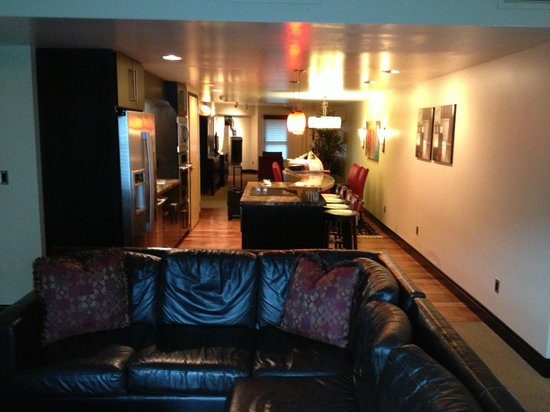 Main & SKY: Family room, Kitchen and Dining area