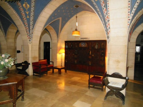 Jerusalem International YMCA, Three Arches Hotel: Lobby