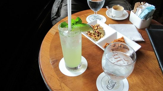 Fairmont Le Chateau Frontenac: salon bar apro mojito