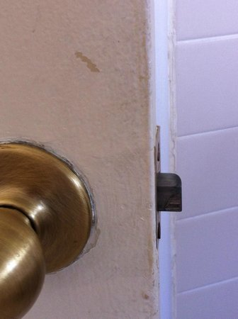Carmel Wayfarer Inn: The bathroom door was filthy! I tested it: Came right off with soap and water!