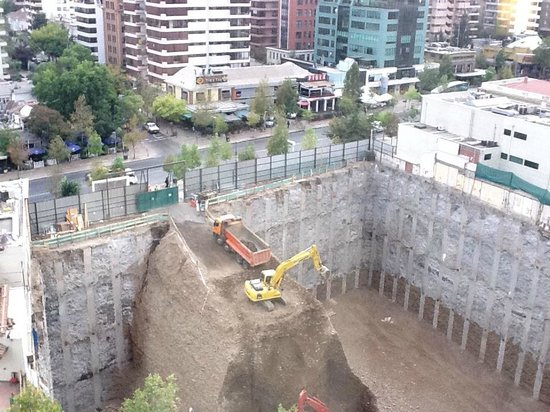 Hotel Plaza El Bosque Park: Obra en construccion en frente!
