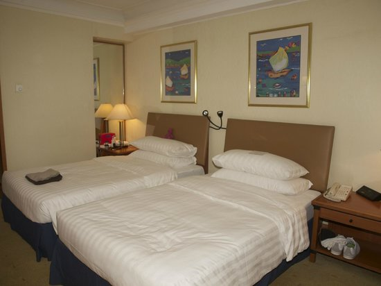 Harbour Grand Kowloon: Twin beds - very comfortable
