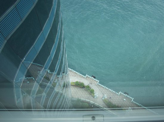 Harbour Grand Kowloon: View from 18th floor - straight down