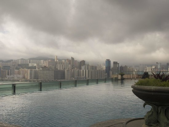 Harbour Grand Kowloon: Weather not good but the pool is excellent