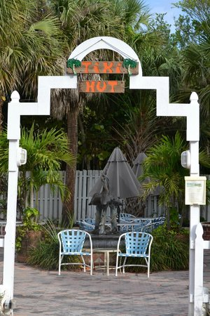 Tiki on the Beach: Courtyard