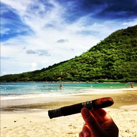 Marquis Boutique Hotel: enjoying a Cuban Cigar in Anse Marcel