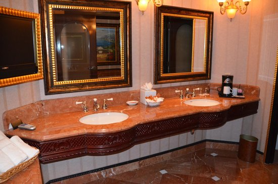 Peppermill Resort Spa Casino : Bathroom