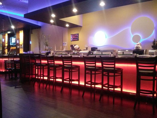 Liverpool, NY: Sushi bar (pretty)